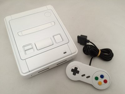 Super Nintendo [SNES] White Edition